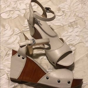 New Lucky Brand ivory wedge sandal Sz 9